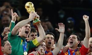 Iker Casillas levanta de Copa del Mundo